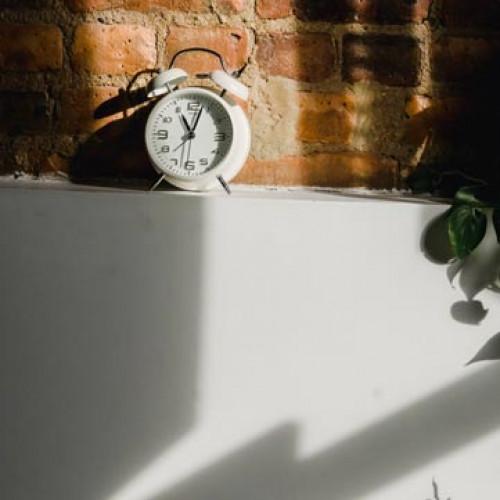 Stenske ure in budilke